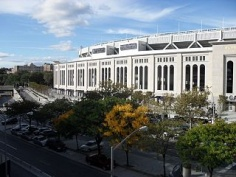 Der Grand Concourse am Yankee Stadium in der Bronx