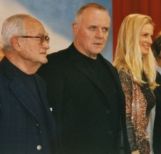 Dino de Laurentiis, Anthony Hopkins und Martha De Laurentiis bei der Premiere von Hannibal am Berlinale, 2001